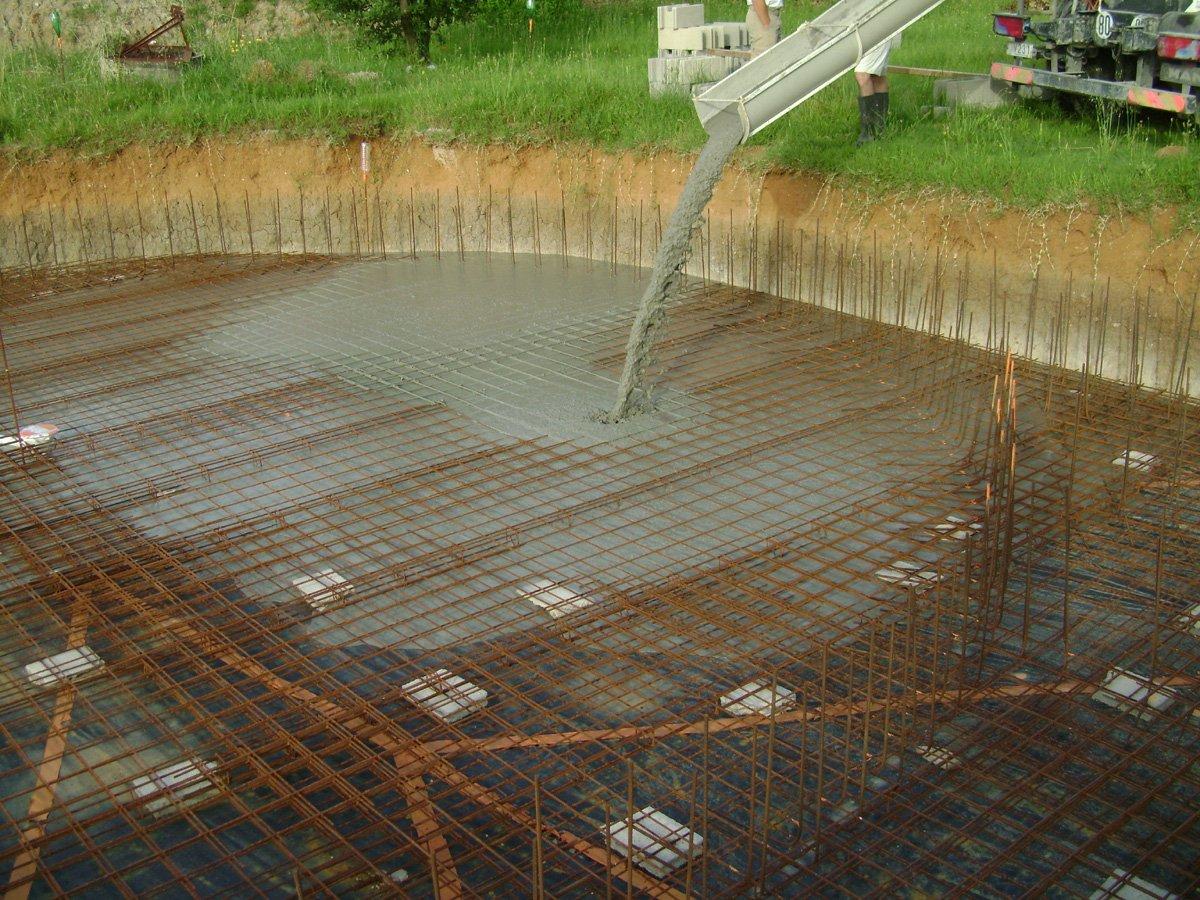 Construction piscine ronde ca y est on coule - Le beton cellulaire est il hydrofuge ...