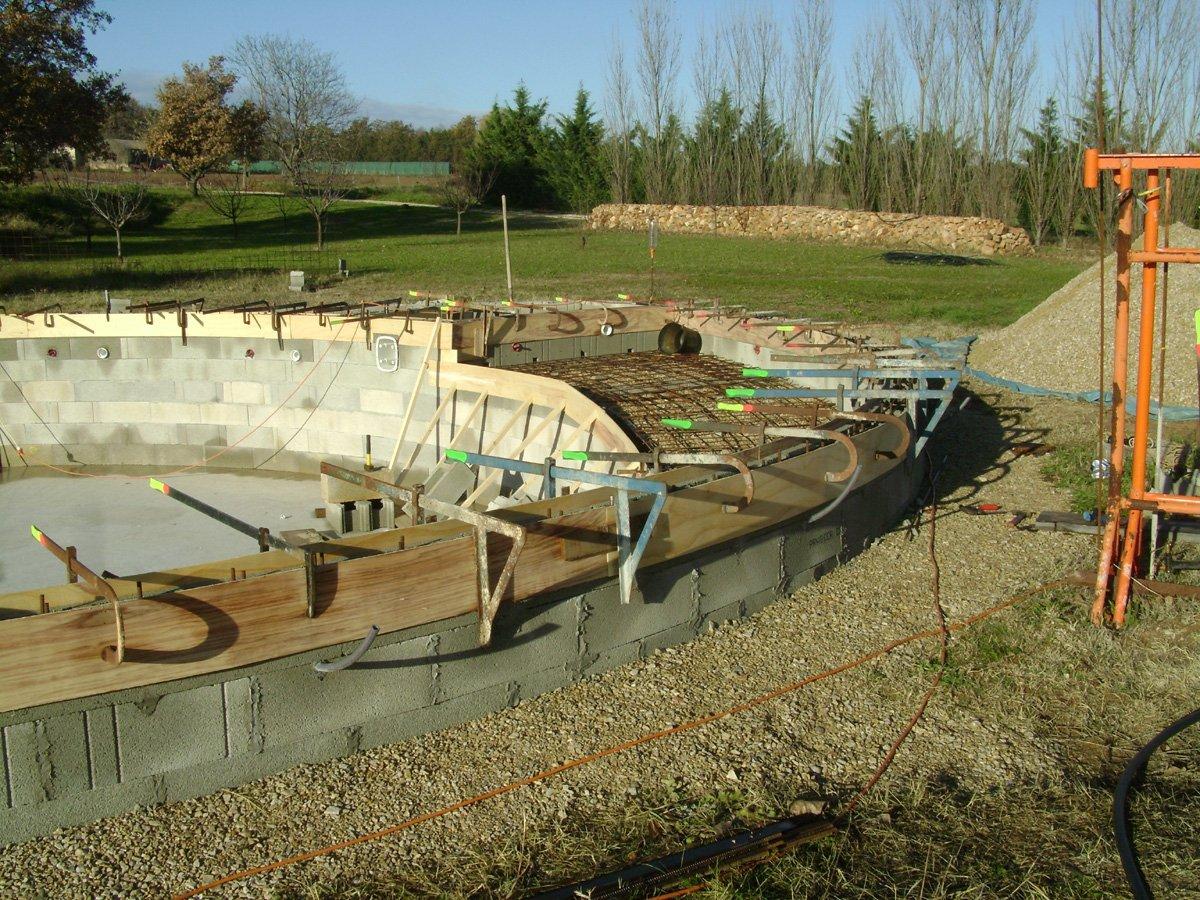 Construction piscine ronde ferraillage de la descente et for Construction piscine 65