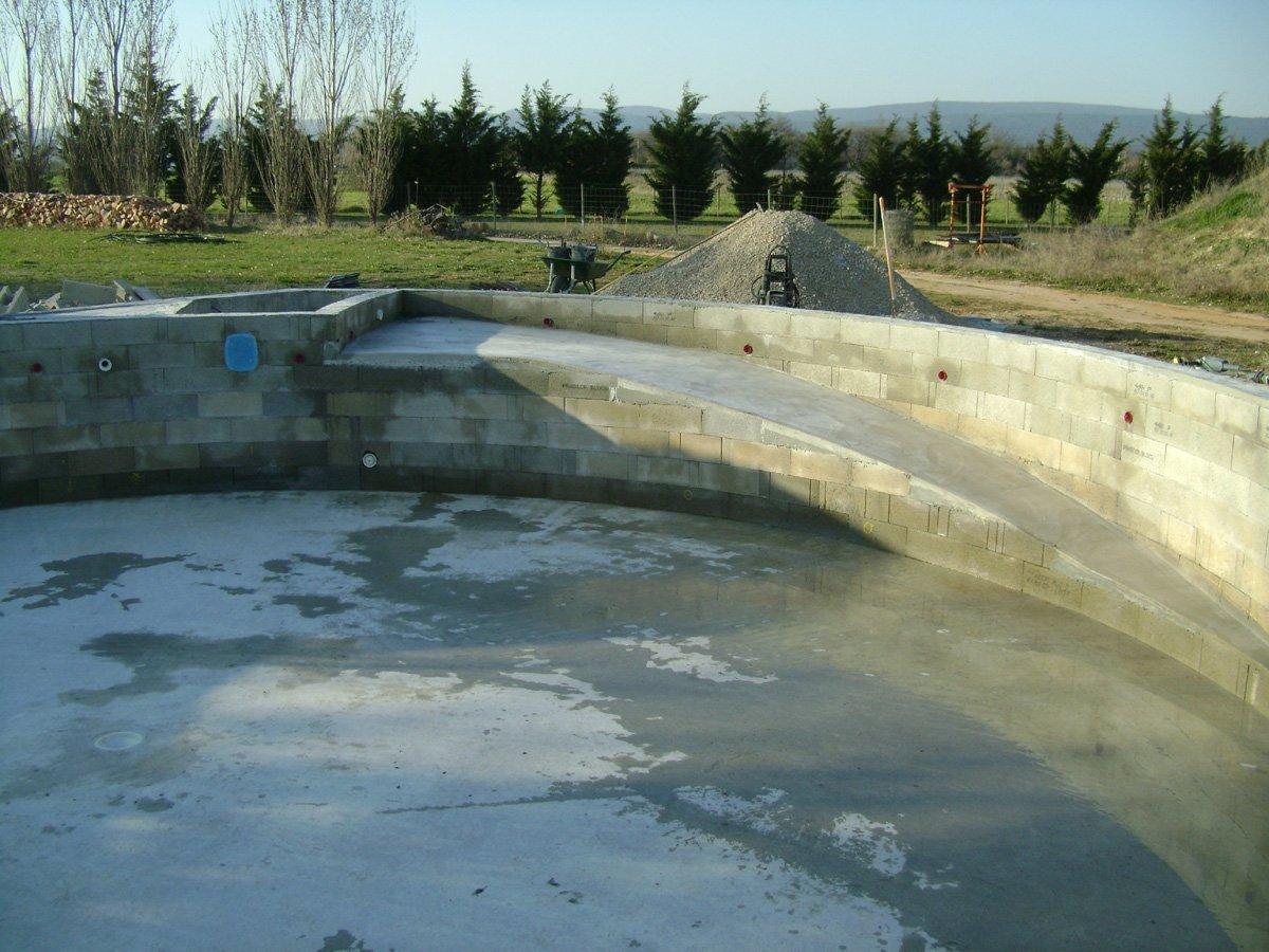 Construction piscine ronde d coffrage for Construction piscine 04